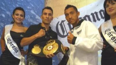 Hugo Cázares y Arturo Badillo se gusrdaron las armas para su pelea (Foto...