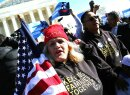 Miles de inmigrantes indocumentados aguardan una oportunidad para legali...