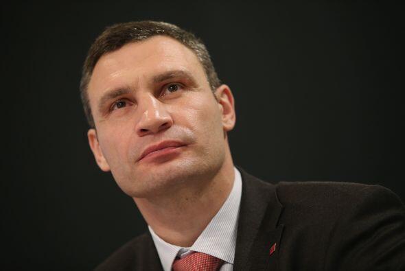 Los golpes de Vitali Klitschko fueron fuertes en el ring y ahora lo son...
