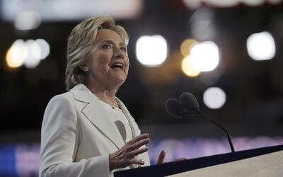 Hillary Clinton aceptó la nominación por el Partido Dem&oa...