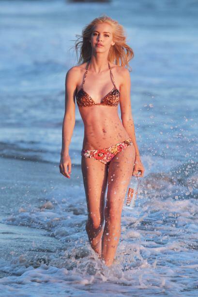 Kat no sólo brincó a la orilla del mar.