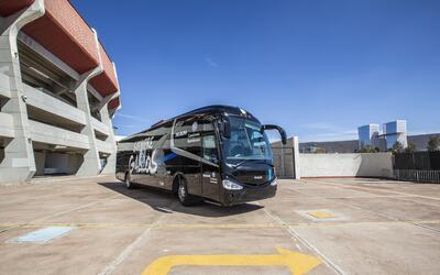 Los Gallos de Querétaro se trasladan en un MAN R39, que entre otr...