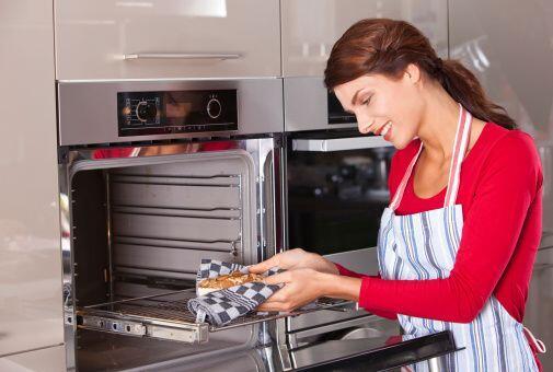 """Hornea como una profesional: """"Antes de cocinar un pastel, usa un term&oa..."""