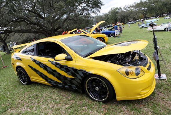 Los lujosos autos de carreras.  Mira esta gran aventura.