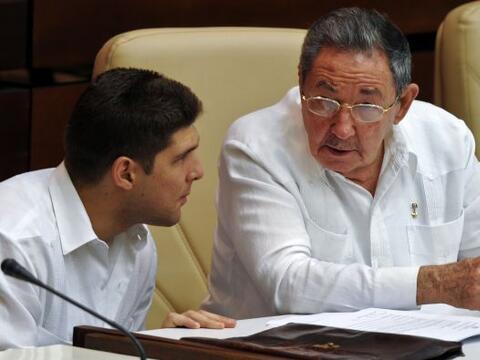 El gobierno de Cuba decretó que la guayabera, una de las prendas de vest...
