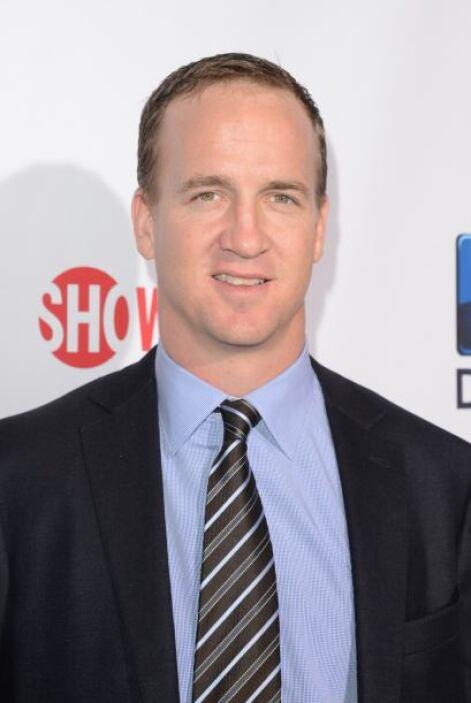 Peyton Manning Mide 6 pies 5 pulgadas (1.96 metros)  Más videos de Chism...