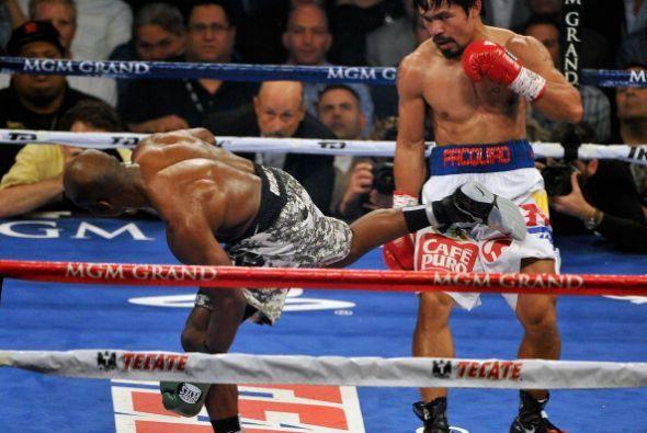En un par de ocasiones Bradley trastabilló al fallar sus golpes.