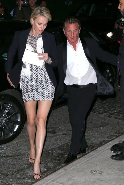 La modelo presumió sus piernas en unos tacones altos para el gusto de lo...