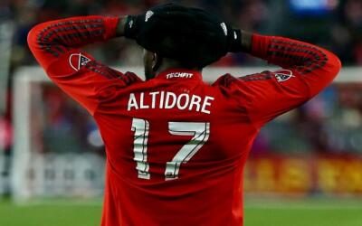 Jozy Altidore lamenta la derrota de Toronto en la final