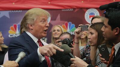 Trump habla con la prensa tras uno de los debates republicanos