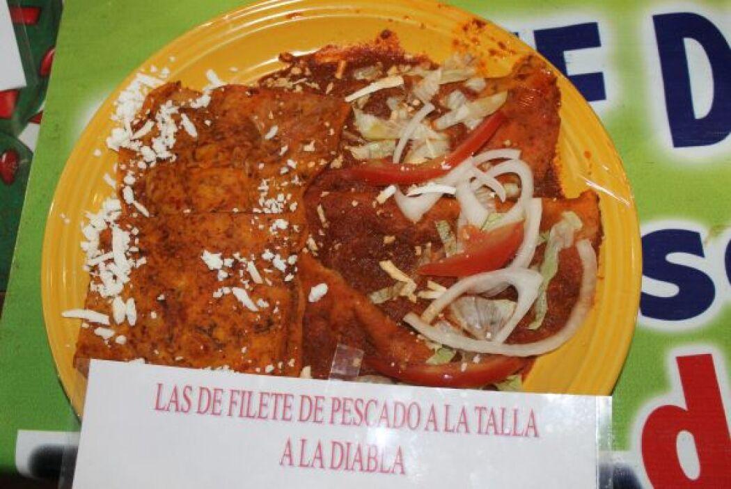 Enchiladas de pescado a la talla con una salsa tipo adobo.