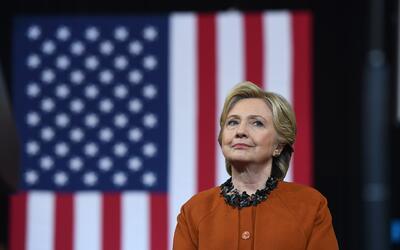 Campaña de Hillary Clinton exige al FBI transparencia en investigación d...