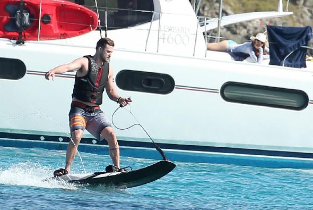 Justin Timberlake también jugó con las olas. Más videos de Chismes aquí.