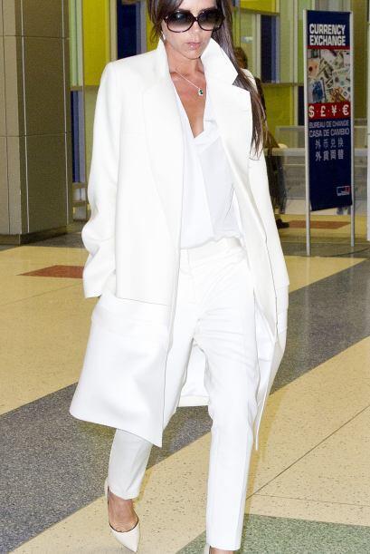 Victoria Beckham parece un angelito. Mira aquí más videos de Chismes.