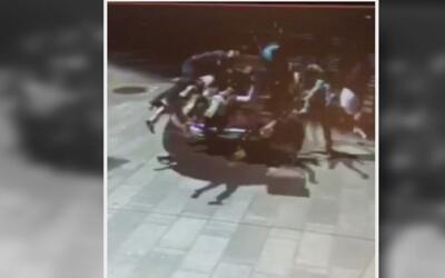 El crudo video que muestra cómo fueron arrolladas varias de las personas...