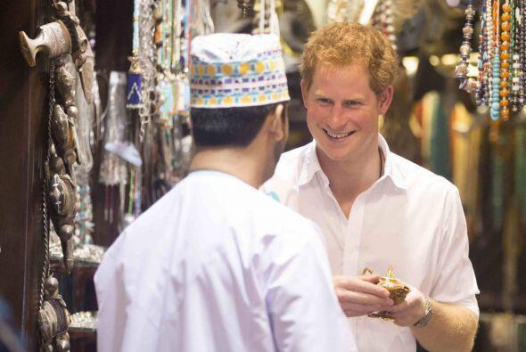 Se nota que a Harry le encanta conocer diferentes países y andar de viaje.