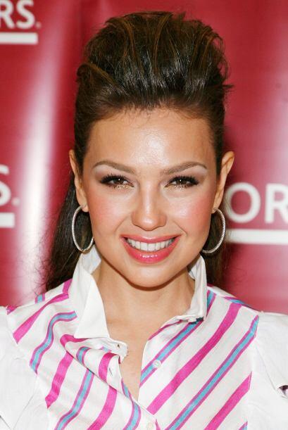 """Thalía siempre se deja ver muy sonriente, por eso el """"blush"""" es muy impo..."""