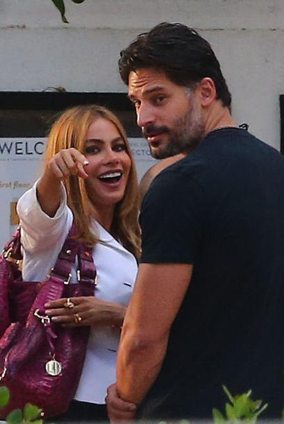 """""""Mira Joe, por allá vi a los feos fotógrafos"""", parece decir la bella Sofía."""