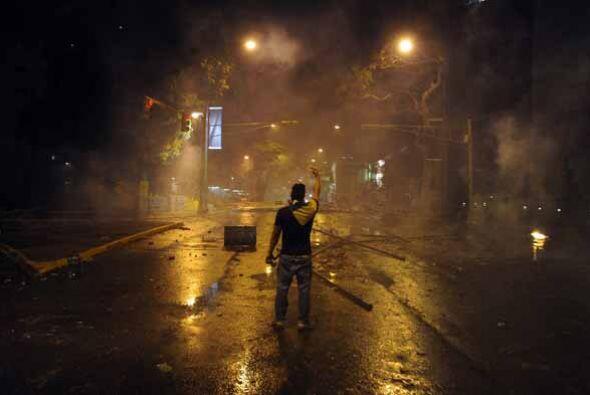 En Caracas, la capital del país las protestas se dispersaron hast...