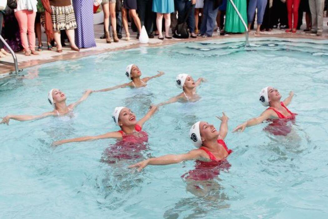 Se lucieron las nadadoras sincronizadas en la piscina del hotel.