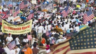Millones de inmigrantes indocumentados aguardan una oportunidad para leg...