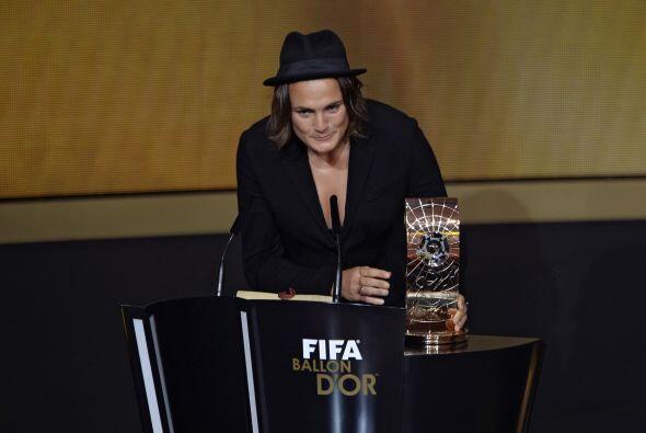 La portera alemana Nadine Angerer fue galardonada como la mejor futbolis...
