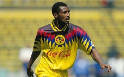 François Omam-Biyik, el camerunés la reventó en la delantera del América...
