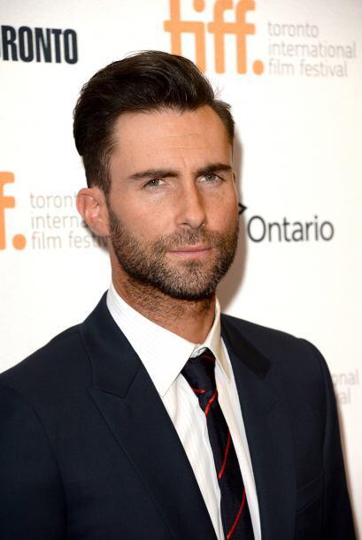 A Adam Levine, vocalista de Maroon 5, la barba le da más personal...