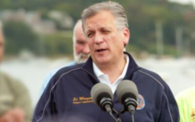 Ed Magano, ejecutivo del condado Nassau en Long Island, y su esposa Lind...