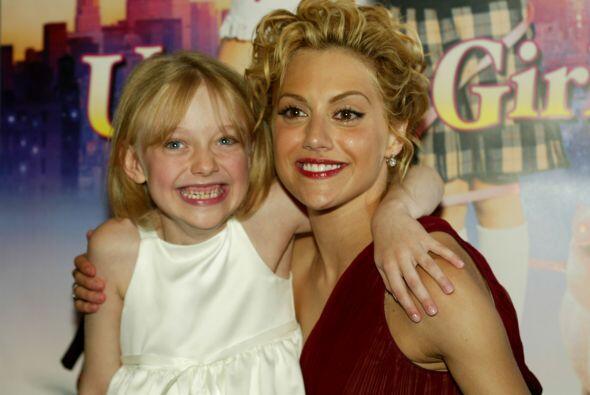 Dakota actuó con la fallecida Brittany Murphy en 2003.  Aquí los videos...