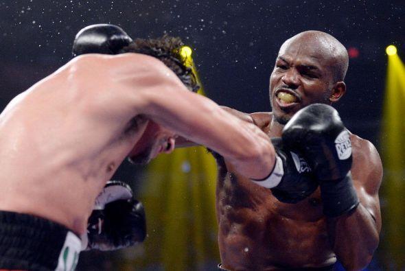 El campeón fue sumando más golpes en cada round.