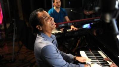 El cantante cubano contó en su libro que hace unos años tuvo un leve roc...