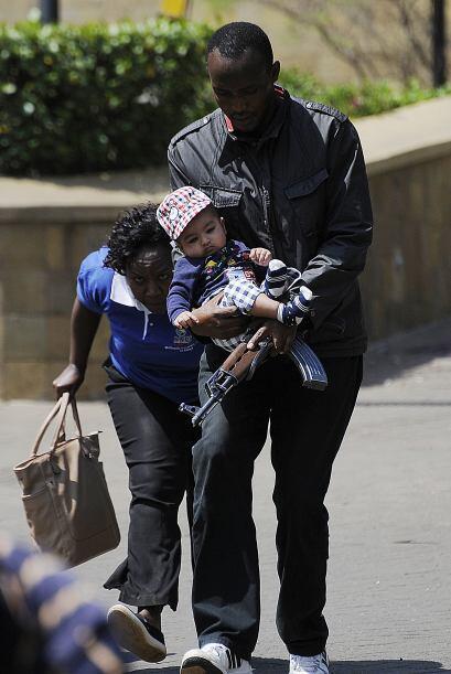 Hombres armados utilizaron granadas y abrieron fuego en centro comercial...