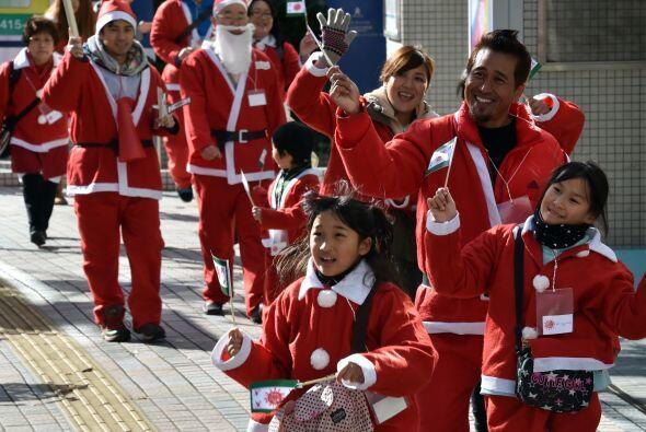 En Tokio alrededor de 400 personas participaron en los 2,5 kilómetros de...