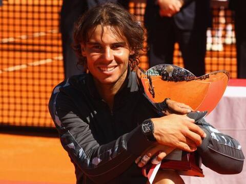 El español Rafael Nadal endosó al serbio Novak Djokovic, n...
