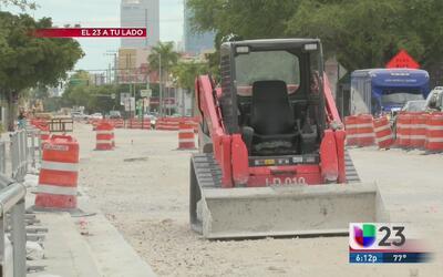Comerciantes en la calle Flagler se ven afectados por una construcción