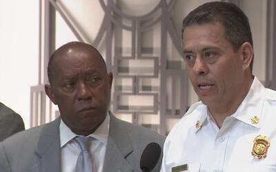 El alcalde de Houston, Sylvester Turner, entrega el presupuesto fiscal p...