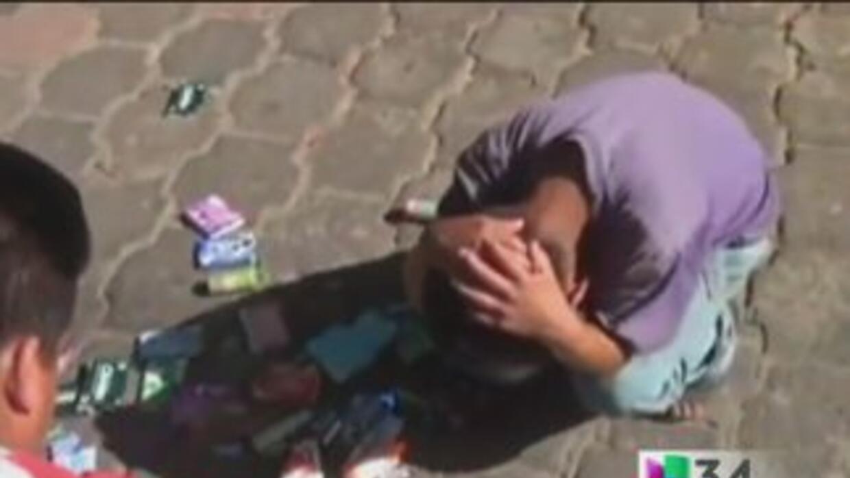 Niño es humillado por funcionario mexicano quien además le roba cajetill...