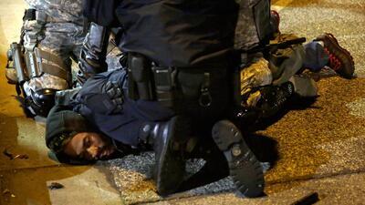 Disturbios en Ferguson dejan 16 arrestados