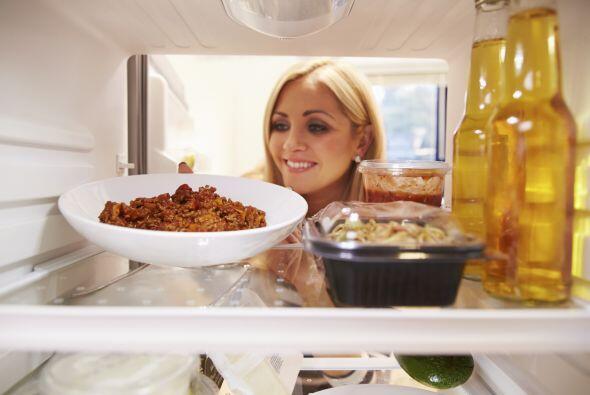 Los estantes superiores del refrigerador tienen temperaturas más...