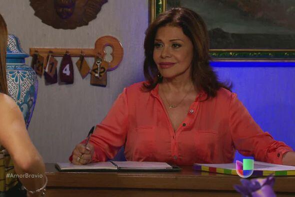 Natalia llega a la posada y le dice a su madre que está dispuesta a ayud...