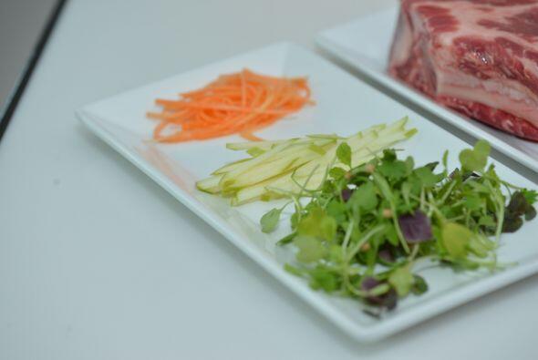 Para balancear los sabores y agregar color, siempre incluye ensalada en...