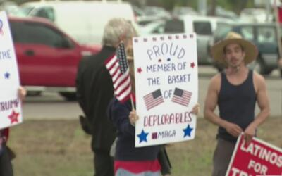Casi un centenar de simpatizantes de Trump marcharon a favor del Preside...