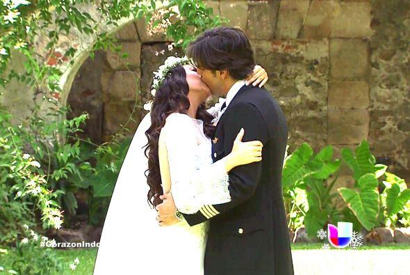 Y para sellar su gran cariño, se dieron un beso inolvidable. Ana Brenda...