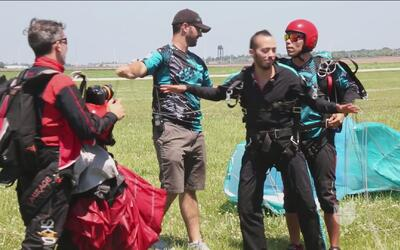 No apto para cardíacos, nos aventamos de un avión en paracaídas