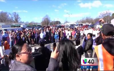 Decenas de manifestantes en Durham se suman a 'Un día sin inmigrantes'