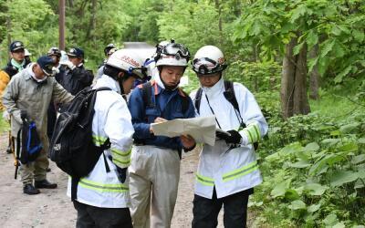 Rescatistas buscan a Yamato Tanooka, un niño de siete años que desaparec...