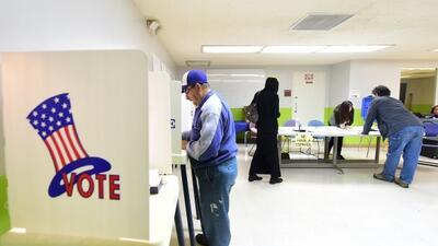 Muchos latinos no votan, por que no han visto cumplidas las promesas pol...
