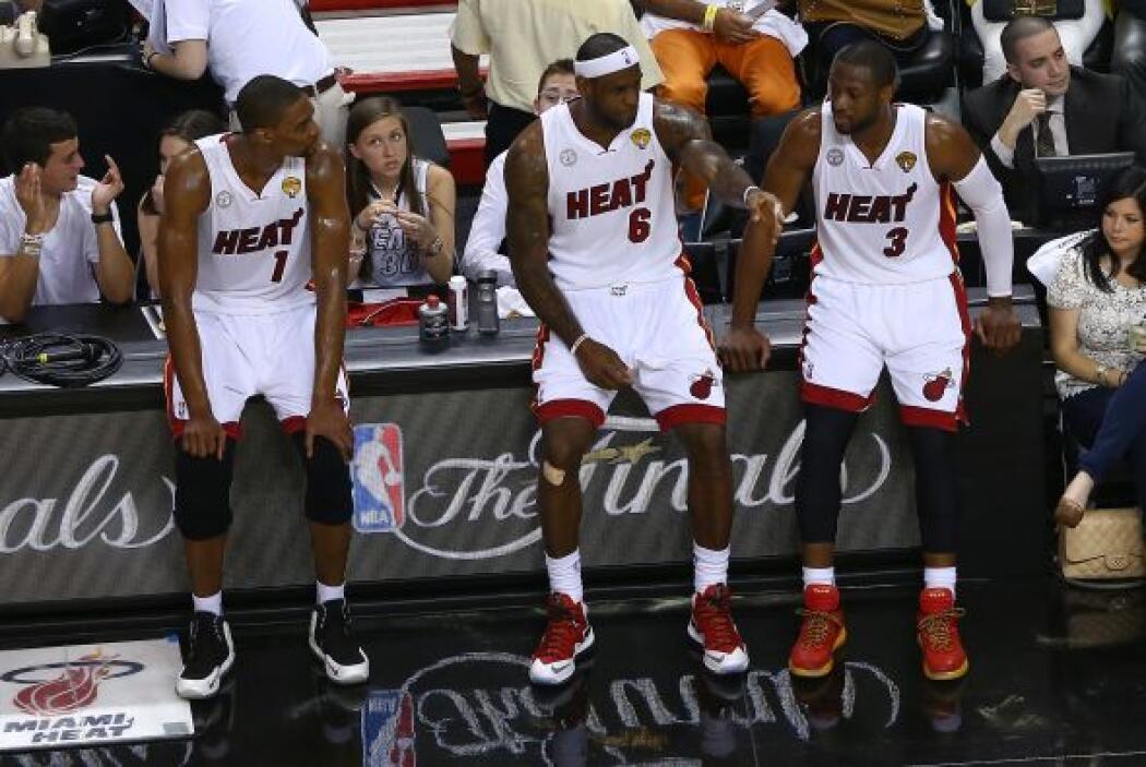 El trío estelar del Heat, LeBron James, Dwyane Wade y Chris Bosh se most...