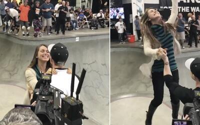 Del 'half-pipe' directo al altar: skater le propone matrimonio a su novi...